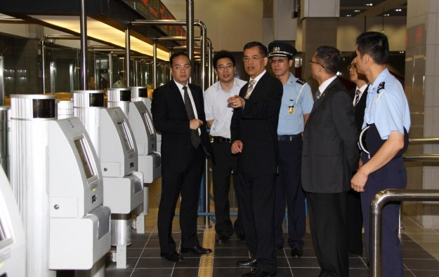 Govt reducing stay for mainland transit visitors