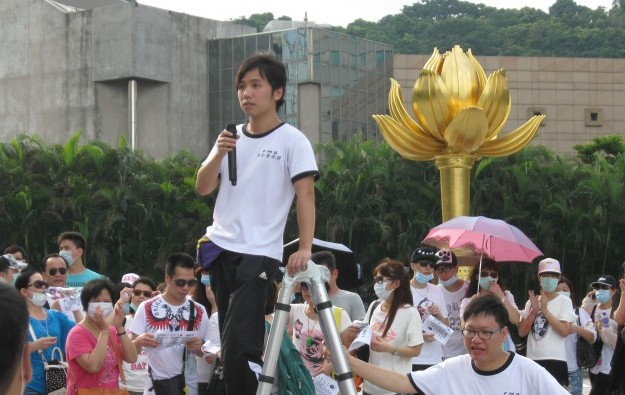 Macau activists want smoking ban in casino VIP rooms