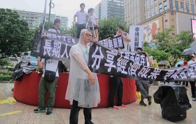 Hundreds demand better pay from SJM Holdings