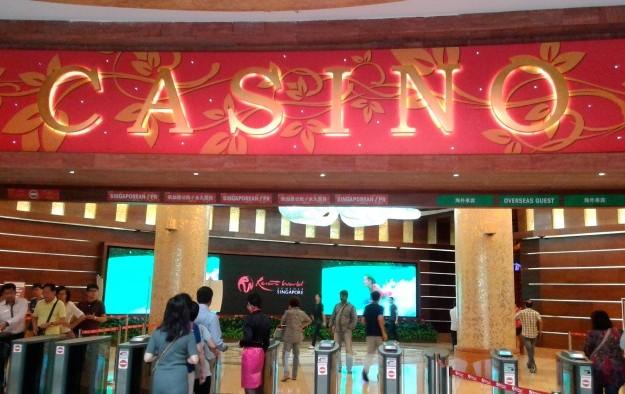 Singapore casinos beat 2Q slump in China tourists