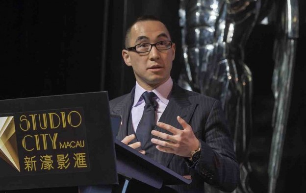 Melco Crown joins push to save Macau smoking lounges