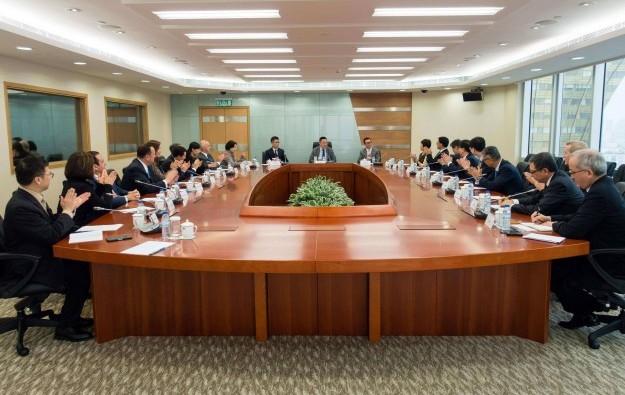 Macau govt, new regulator meets casino operators