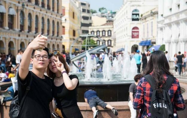 Half Macau 2016 mainland visitors repeaters: Bernstein