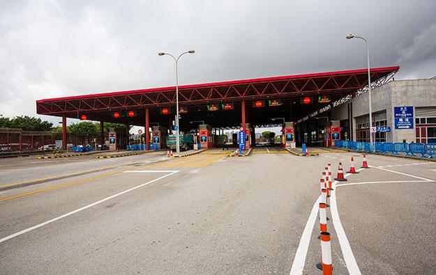 Macau police held over Lotus Bridge border 'dodgers'