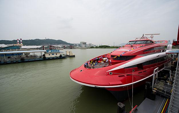Typhoon Khanun hit Sunday daytime transport to Macau