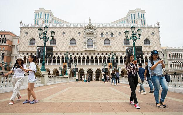 LVS first quarter profit falls; Macau mass market strong