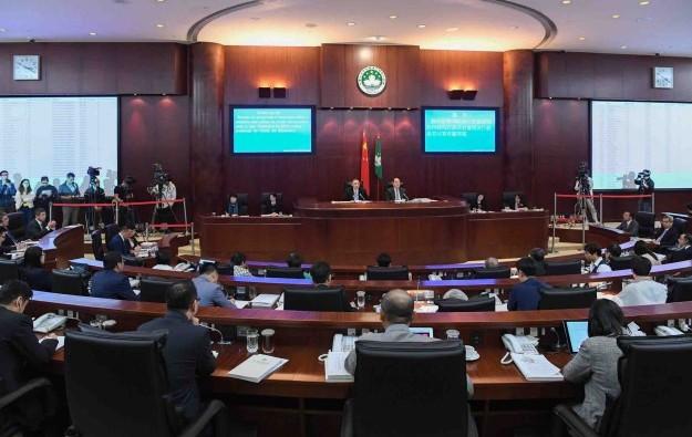 Macau govt to tighten hiring of non-resident casino execs