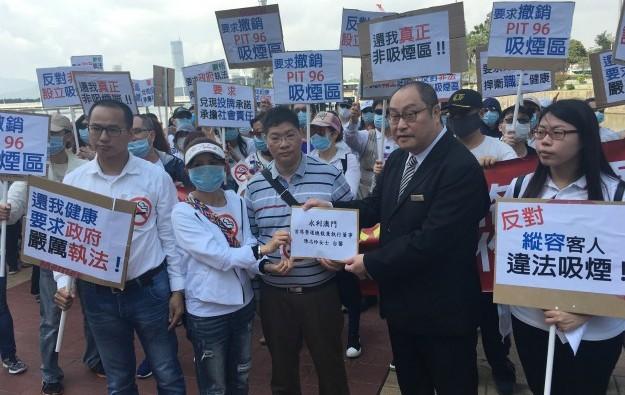 Marchers to Wynn Macau claim smoking control lapses