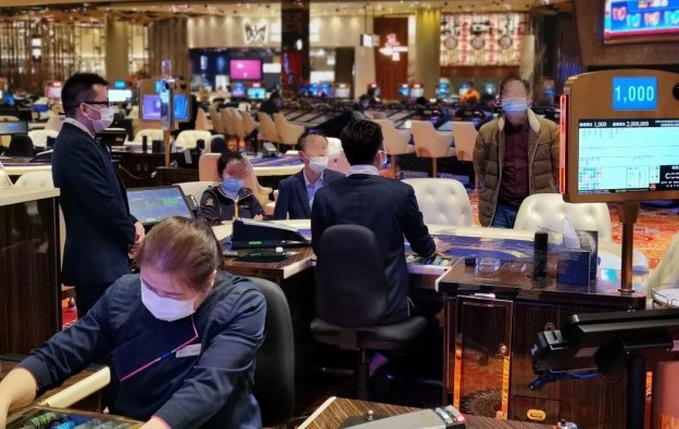 Macau casino patrons ordered to wear face masks