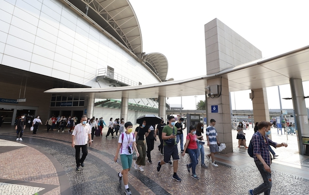 Macau daily visit volume down 17pct m-o-m for April 2 to 6