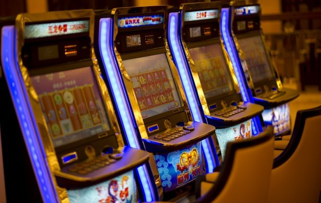New slot hall deal for NagaWorld on China tourist boom