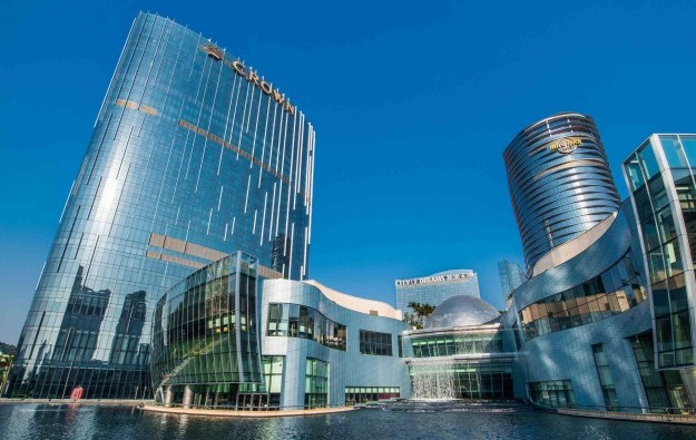 Moody's raises outlook on Melco Crown Macau