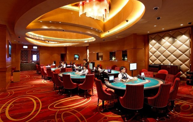 Macau gaming workers outnumber public servants 2 to 1