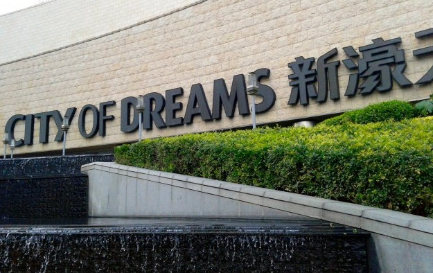 Melco Crown cuts 1Q dividend as net revenue dips 22 pct