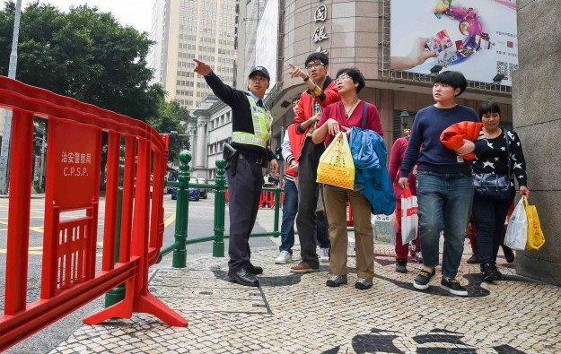 Macau visitor numbers fall 2.6 pct in 2015