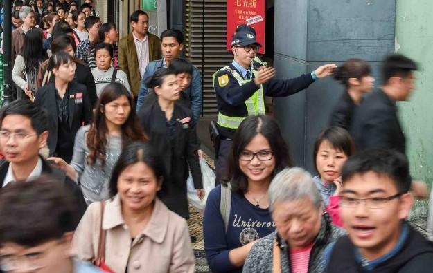 Mass-market Macau GGR falls 27 pct in 1Q 2015: govt