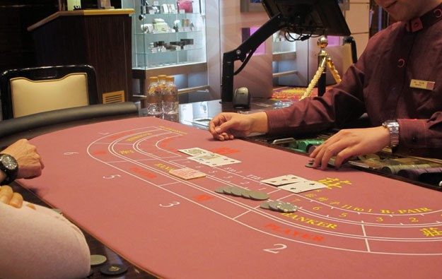 Number of Macau casino dealers lowest in 3 years