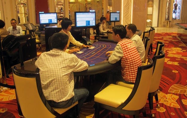 Gaming workers lobby Macau govt for 2017 pay hike