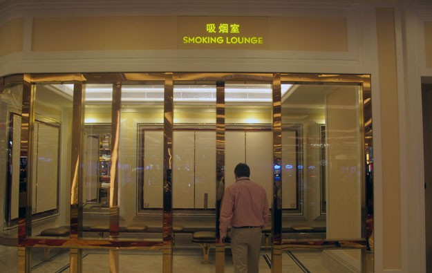 Most Macau casino staff ok with smoking lounges: poll