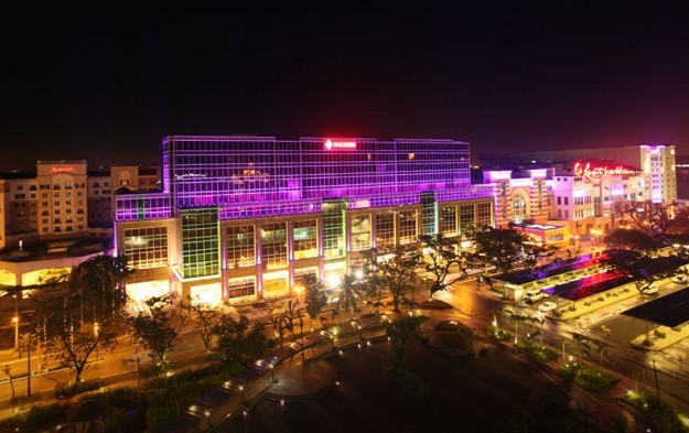 Resorts World Manila walkway to airport: DBP-Daiwa