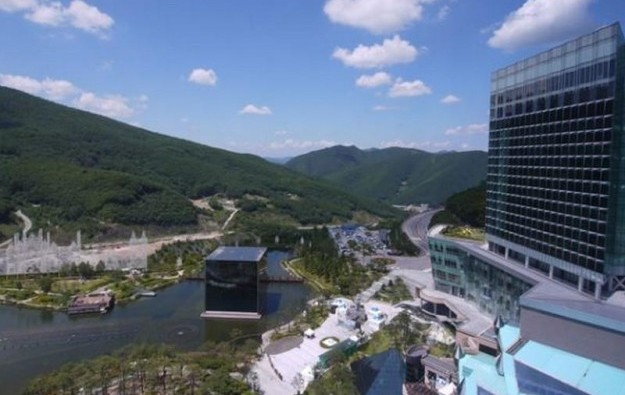 Kangwon Land casino extends pause to October 12