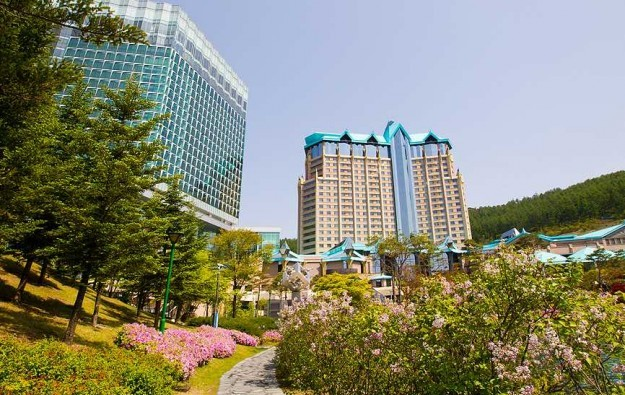 Kangwon Land against another S.Korea-locals casino