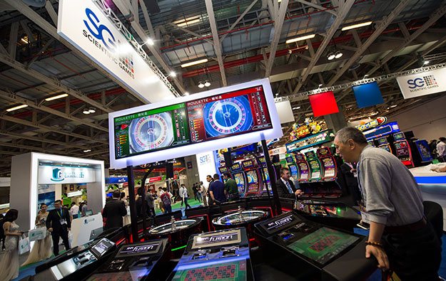 Sci Games expects slimmer loss, proposes refinancing