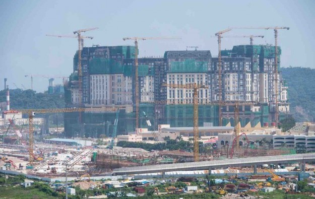 Fatal fall stops work at Grand Lisboa Palace casino site