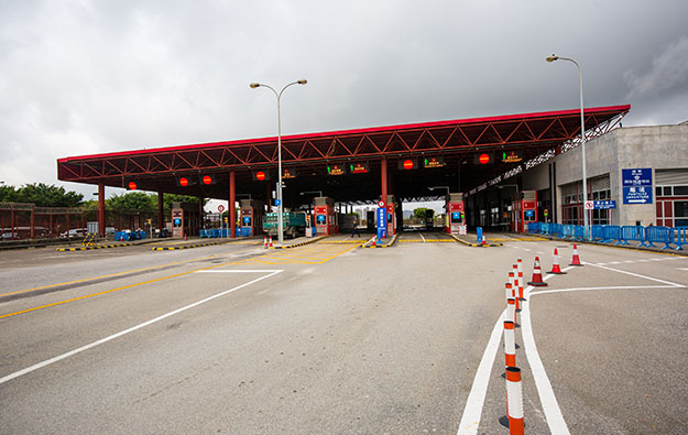 Macau police held over Lotus Bridge border 'dodgers'