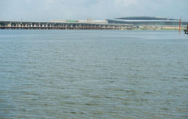 Casino shuttles cannot cross HKZM Bridge: Macau govt
