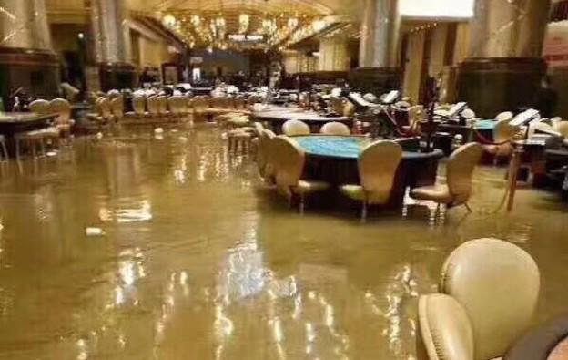 Typhoon batters Hong Kong