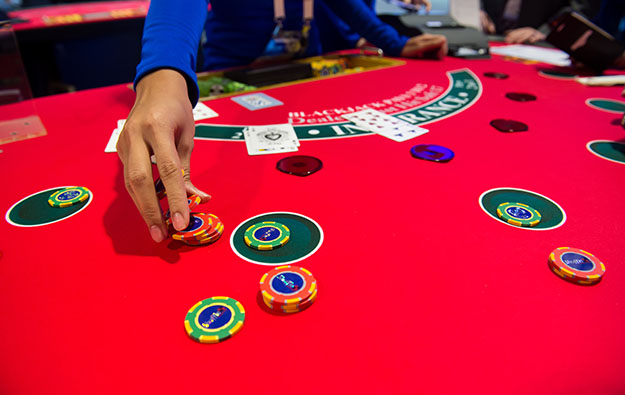 Brokers detect slowing of Macau casino GGR flow in August