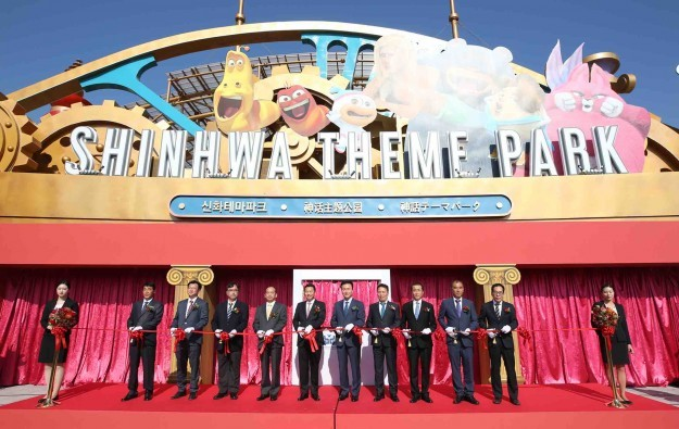 Chinese envoy at Korea casino resort theme park launch