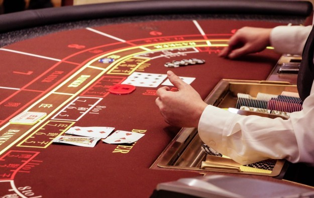 Macau casino dealer numbers steady in 2Q
